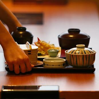 【ホールスタッフ】日常の暮らしに、旬の楽しみを!美味しい国産野菜×和食屋の揚げたて天ぷら 未経験OK