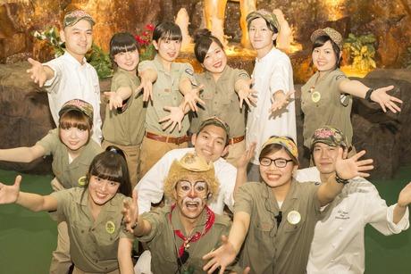 ホールスタッフ【給与日払制度有・給料日関係なく必要な時GET】留学生歓迎ジャングルカフェレストラン